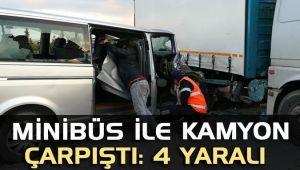 Minibüs ile kamyon çarpıştı: 4 yaralı