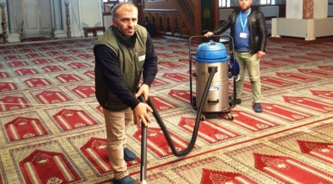 İzmit'te 194 Bin Metrekare Halı Temizliği Yapıldı
