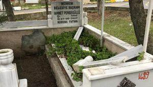 Merhum Pembegüllü'nün Mezarına Çirkin Saldırı