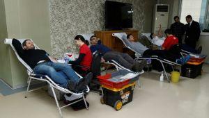 Büyükşehir personelinden Kızılay'a kan bağışı