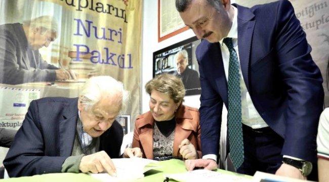 Başkan Büyükakın, Kitap Fuarında Nuri Pakdil'i Ziyaret Etti