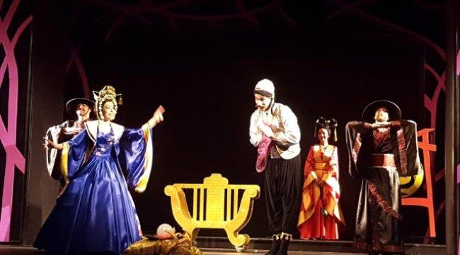 İzmir Devlet Tiyatroları sahnesinde Kocaeli Şehir Tiyatroları imzası