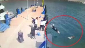 İskeleden Denize Atlayan Kadını Gemi Görevlisi Kurtardı