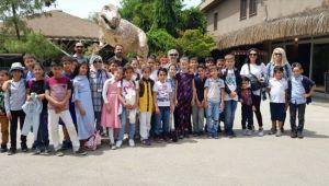 Kapak Toplayan Öğrencileri Hayvanat Bahçesine Götürdüler