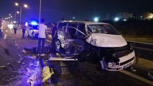 Kamyon minibüse çarptı: 10 yaralı!