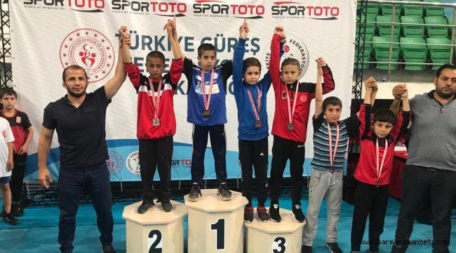 Minik Güreşçiler Türkiye 3.'sü oldu