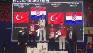 Minik karatecilerden 2 madalya