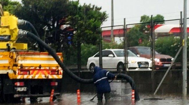 Büyükşehir ekipleri yoğun yağmurda önlemlerini arttırdı