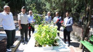 Gebze'de protokolü Şehitliği ziyaret etti