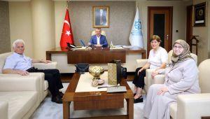 Başkan Doç. Dr. Tahir Büyükakın, ilkokul öğretmeni Hatice Tunay'ı makamında konuk etti