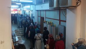 İŞKUR önünde metrelerce iş kuyruğu