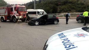 İzmit de otomobille cip çarpıştı: 2 yaralı