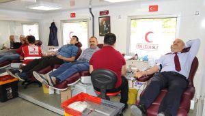Başkan Büyükgöz kan bağışladı