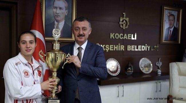 Büyükakın ''Dünya şampiyonluğu bekliyoruz''