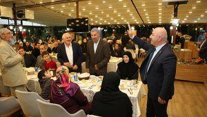 Başkan Bıyık Hacılarla bir araya geldi
