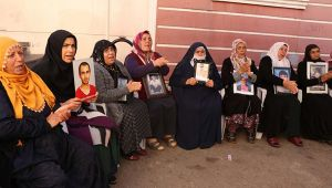 HDP önündeki ailelere Kocaeli'den destek!