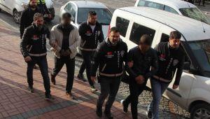 Otomobil hırsızları kıskıvrak yakalandı!