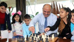 Başkan Söğüt öğrencilerle birlikte satranç oynadı