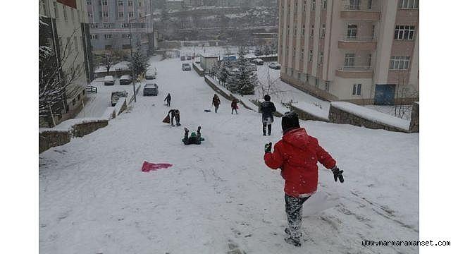 Kar yolları kapattı! Meteoroloji 15 gün sürecek diyor