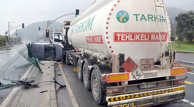 Tanker ile otomobil çarpıştı: 3 yaralı