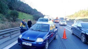 TEM'de minibüs otomobile çarptı: 1'i çocuk 3 yaralı