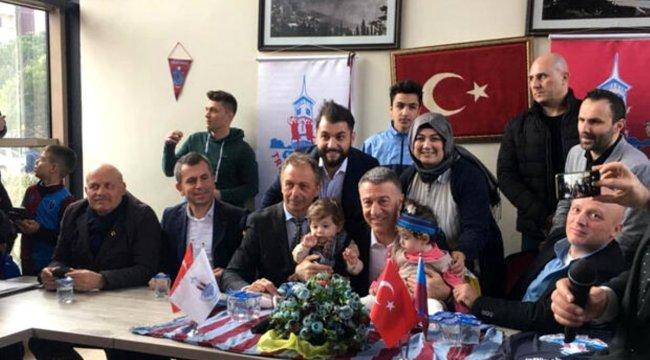 Ahmet Ağaoğlu'na sevgi seli