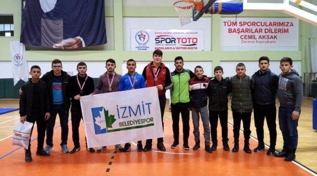 İzmit Belediyesporlu güreşçiler Kocaeli'yi temsil edecek