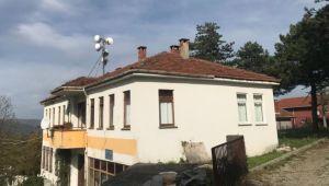 Nüzhetiye Köy Konağı'nın çatısı onarıldı