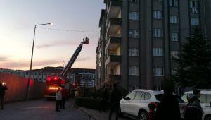 Alevlere teslim olan binada mahsur kalanları itfaiye kurtardı