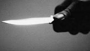 Darp edilen kadını kurtarmak isterken bıçaklandı!