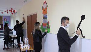 Darıca'da Öğretmenler pandemi sürecinde okulu renklendirdi