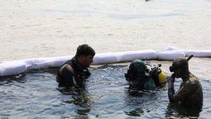 Başkan Şayir, temizlik için denize daldı!