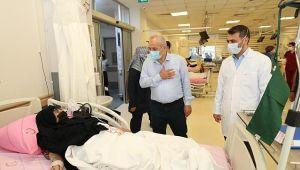 Büyükgöz'den hastalara moral ziyareti