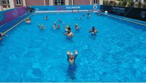 Dilovası'nda okul bahçeleri yüzme havuzuna dönüştü