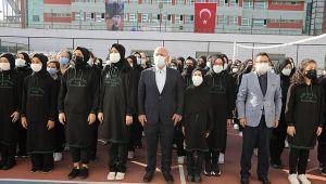 Başkan Bıyık, okulun ilk günü öğrencileri yalnız bırakmadı