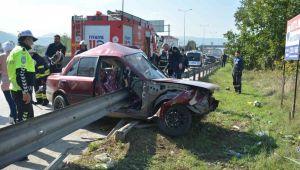 Otomobil Bariyere Ok Gibi Saplandı: 1 Yaralı